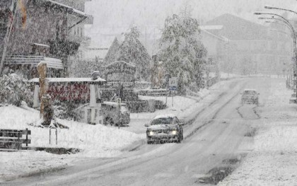 Neve in V. d'Aosta, 50 persone isolate