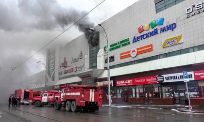 Incendio in un centro commerciale in Russia: decine di morti